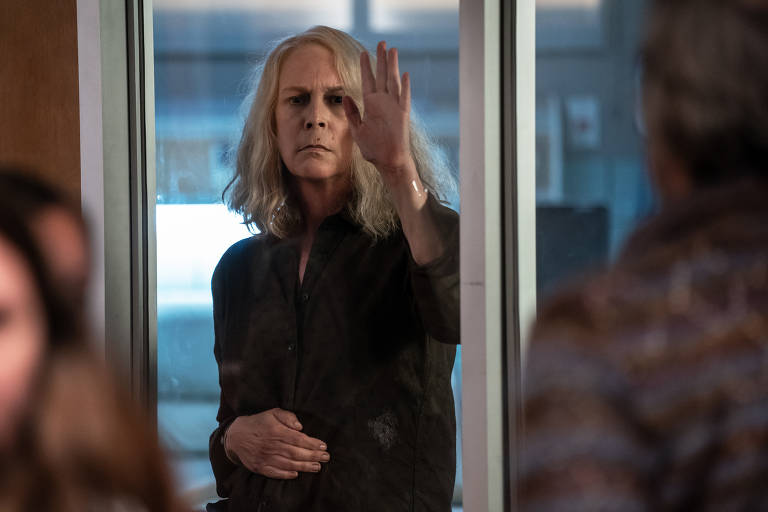 Jamie Lee Curtis enfrenta psicopata em 'Halloween' que dá poder às mulheres