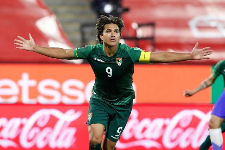Marcelo Moreno celebra gol contra o Chile, pelas eliminatórias para a Copa do Mundo no Qatar