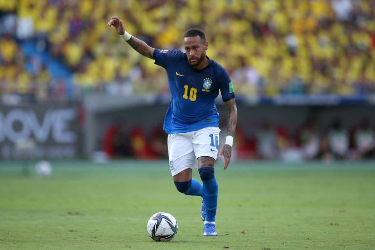 Neymar em ação no empate sem gols contra a Colômbia, pelas Eliminatórias