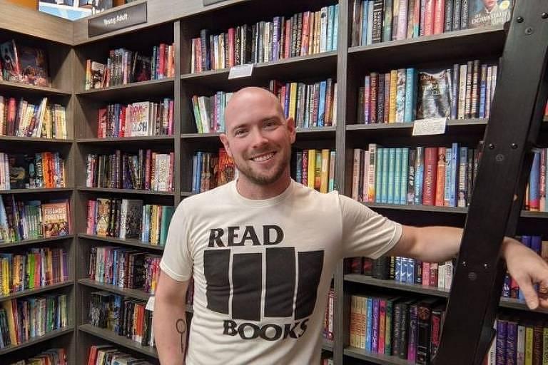Josh Christie em livraria; ele construiu a carreira em torno de coisas que ama