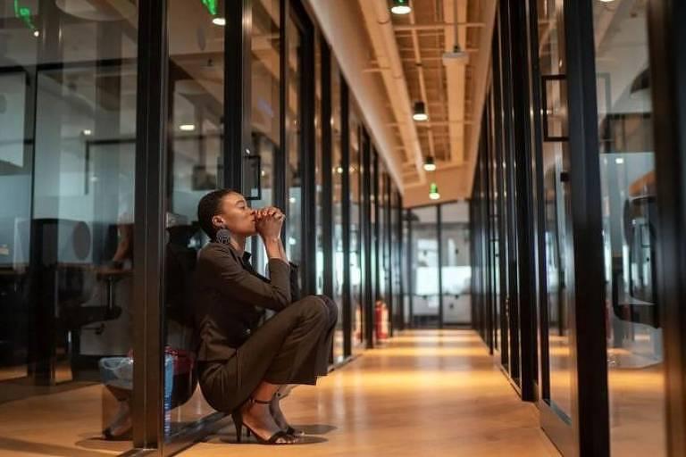 Estatísticas mostram que o estresse e o esgotamento profissional estão afetando amplamente mais mulheres que homens. Por que?