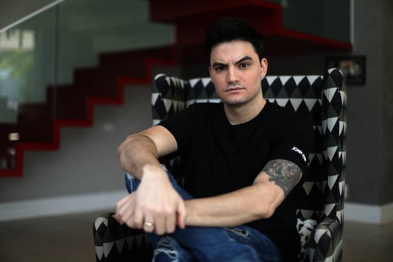 'Violência de ataques bolsonaristas me fez investir em educação digital', diz Felipe Neto
