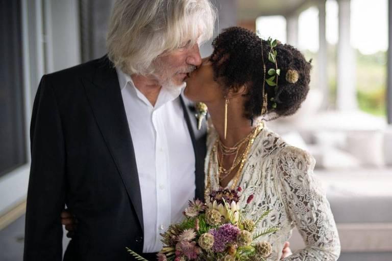 Roger Waters se casa pela quinta vez aos 78 anos: 'Muito feliz'