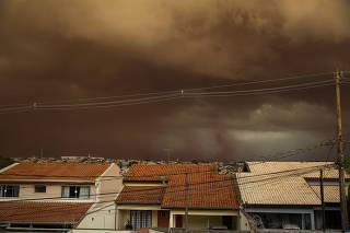Nuvem de poeira em Ribeirão Preto