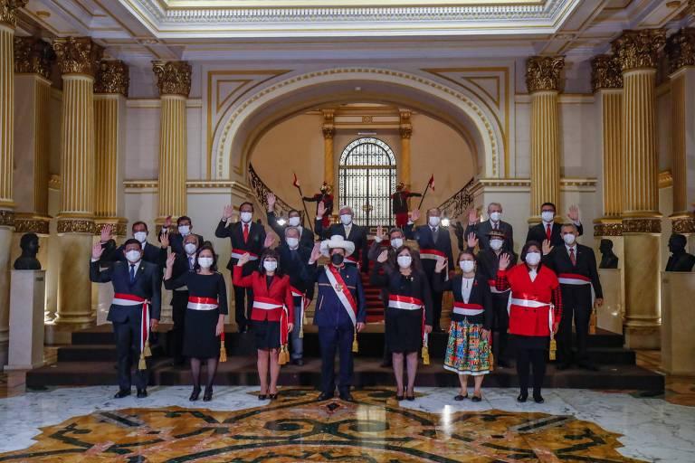 Novo ministério racha partido governista e isola presidente Castillo no Peru