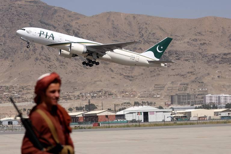 Companhia aérea paquistanesa cita interferência talibã e suspende voos para Cabul