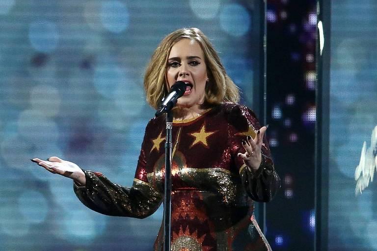 Adele revela vulnerabilidade em 'Easy on Me', seu single de retorno após 6 anos