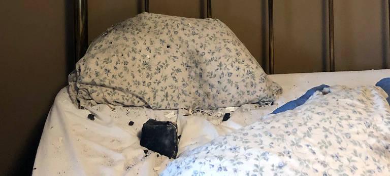 Uma imagem fornecida por Ruth Hamilton mostra o meteorito que caiu no quarto de Hamilton em Golden, British Columbia, Canadá,