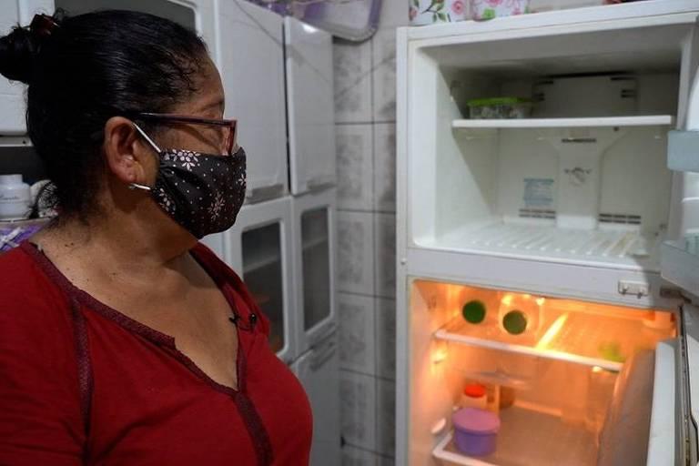 'Saga' de desempregada de 62 anos por carne acaba com 3 quilos de carcaça e pele por R$ 12