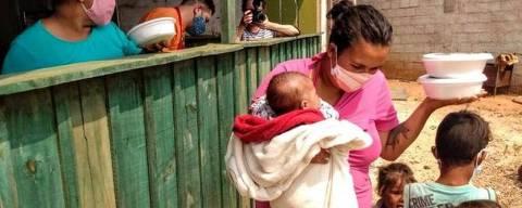 São 19 milhões de brasileiros passando fome, uma em cada três crianças anêmicas e um auxílio emergencial médio que só compra 38% da cesta básica