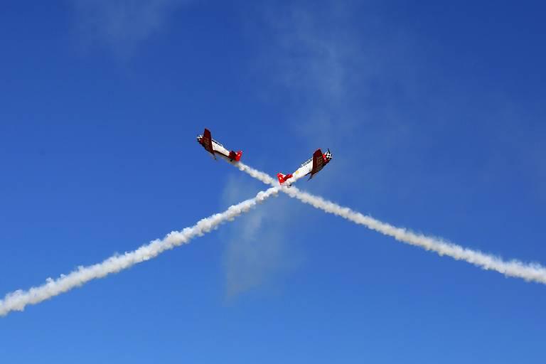 Aviões realizam acrobacias durante evento aéreo em Hammond, na Louisiana (EUA)
