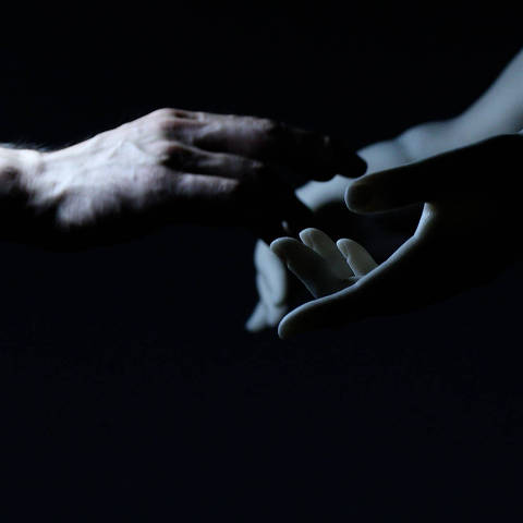Co(AI)xistence (2017, 12 mins), de Justine Emard, França