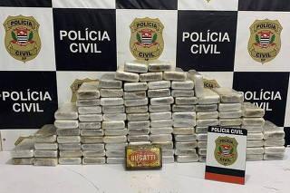 OPERAÇÃO POLICIAL APREENDE 100 TIJOLOS DE COCAINA