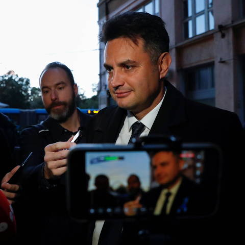 Opposition candidate for prime minister Peter Marki-Zay arrives at the election headquarters after the opposition primary election in Budapest, Hungary, October 17, 2021. REUTERS/Bernadett Szabo ORG XMIT: MEX