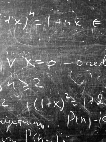A matemática indiana remonta a 1200 a.C; foram os hindus que descobriram o zero (independentemente dos babilônios e dos maias) e também vem deles o símbolo 0, que usamos para representar esse número