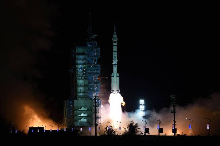 China nega teste de míssil hipersônico e diz que lançou veículo espacial