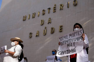 RESIDENTES / SAUDE / PANDEMIA / VACINA / PROTESTO