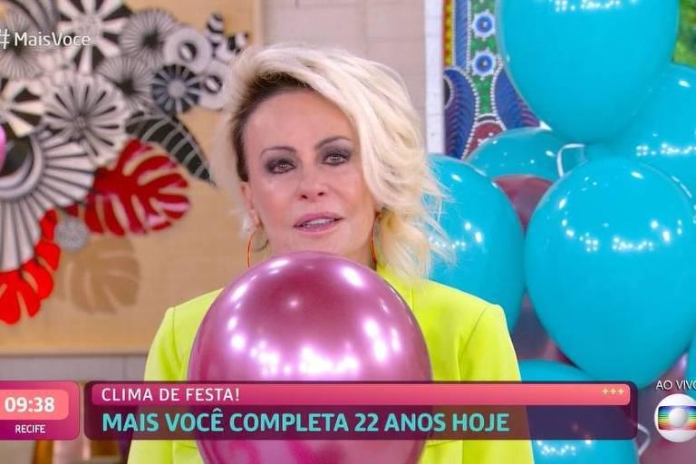 Ana Maria Braga recebe homenagens e chora nos 22 anos do Mais Você