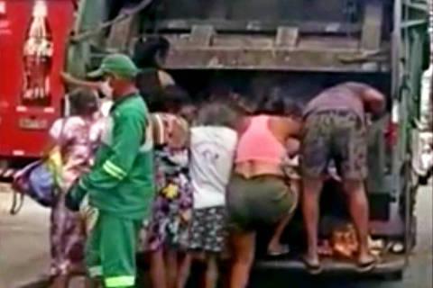 Pessoas procuram comida em caminhão de lixo em Fortaleza; veja vídeo