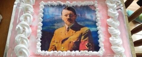 Aluna da UFPel comemora aniversário com bolo customizado com a imagem de Adolf Hitler