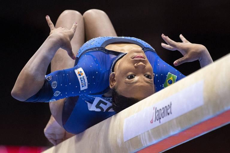 Rebeca lidera em 2 aparelhos e vai a 3 finais no Mundial de ginástica