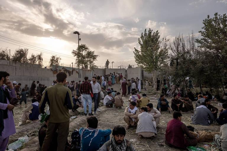 No caos do Afeganistão, desconhecidos a um mundo de distância resgatam garota queimada