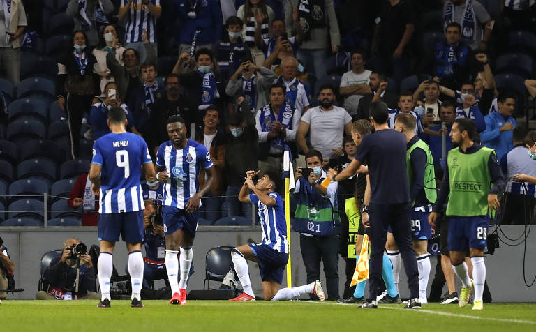 Jogadores do Porto (POR) comemoram o gol de Luís Diaz na vitória sobre o Milan (ITA), por 1 a 0, em Portugal, no confronto pelo Grupo B