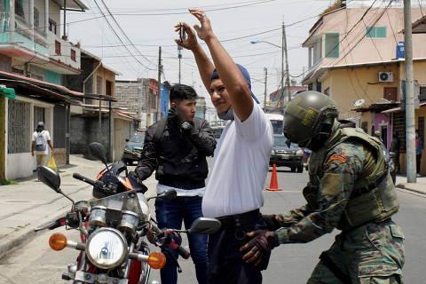 Tensão política no Equador leva presidente a acenar com 'morte cruzada'