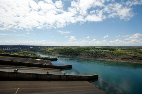 A view of the Itaipu Hydroelectric dam from the Paraguayan side, one the world's largest operational electricity generator which is facing an energy crunch as low river levels hit electricity production, in Hernandarias, Paraguay October 11, 2021. Picture taken October 11, 2021. REUTERS/Cesar Olmedo ORG XMIT: HFS-GGGBAS102