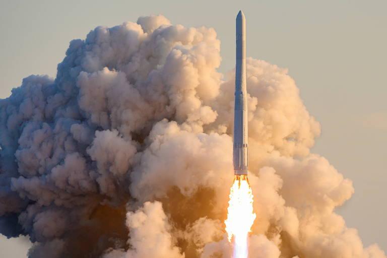 Coreia do Sul tenta entrar na corrida espacial, mas missão com foguete nacional fracassa