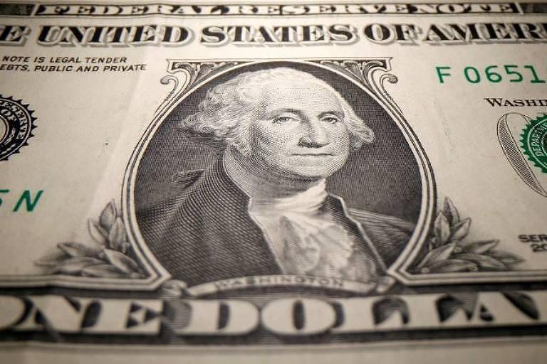 Instituições financeiras elevam projeções para dólar com insegurança fiscal