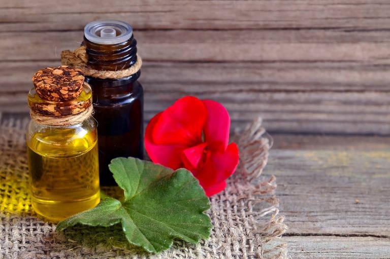 Especialista em aromaterapia criou um guia de óleos essenciais para ajudar as mulheres que querem lidar com cabelos grisalhos