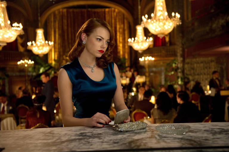 Emma Stone em cena do filme 'Caça aos Gângsteres'