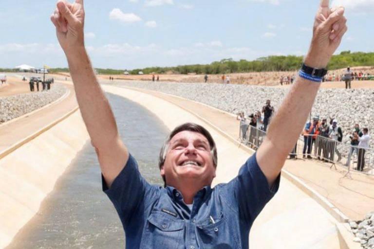 O presidente Jair Bolsonaro em Sertânia (PE), na entrega de obra hídrica