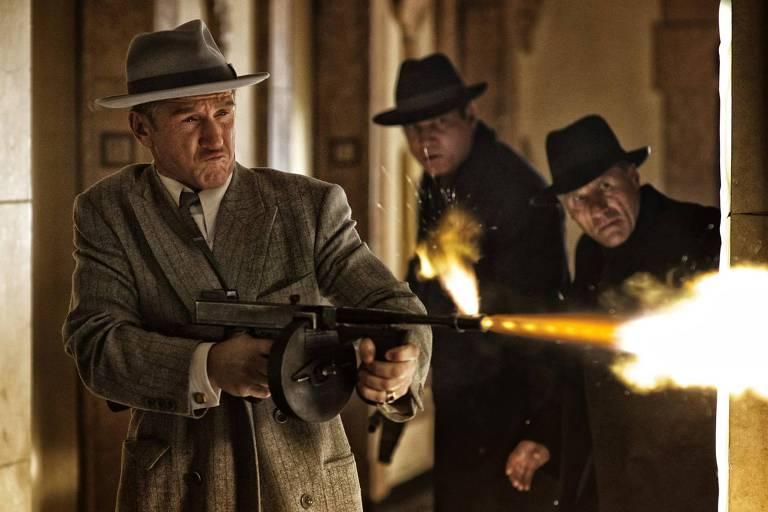 Sean Penn em cena do filme 'Caça aos Gângsteres', filme que pode ser visto na HBO Max