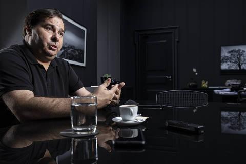 Centro tem de mirar Bolsonaro por vaga no 2º turno, diz Rodrigo Maia