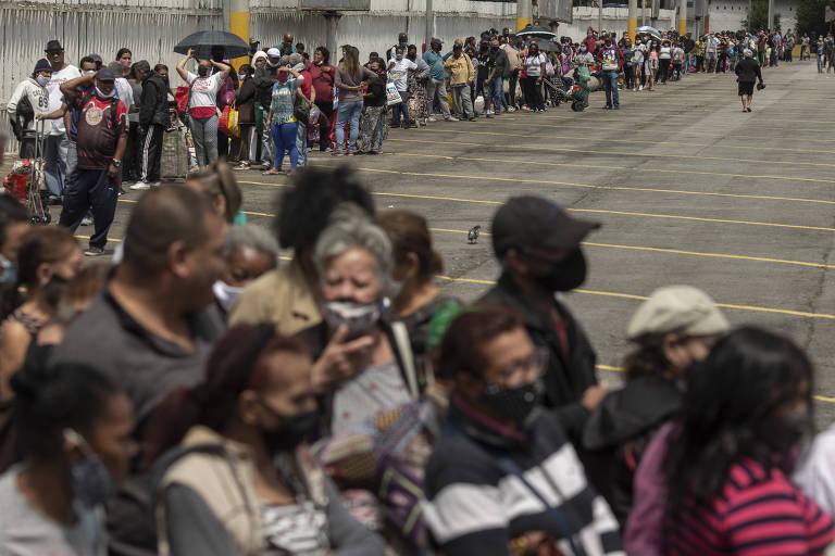 Fome e alta de preços fazem famílias buscarem doações de alimentos em SP