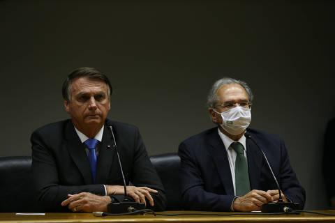 Ao lado de Guedes, Bolsonaro fala em confiança e diz que não fará 'aventura' com Auxílio Brasil