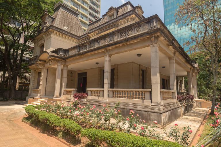Parte externa da Casa das Rosas, na avenida Paulista