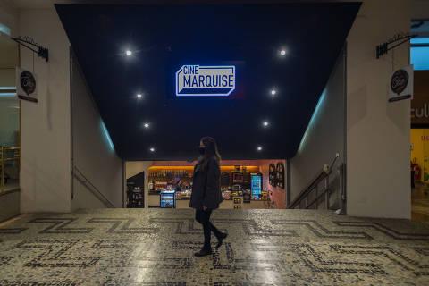 SÃO PAULO, SP, BRASIL, 20-10-2021 - CINE MARQUISE - O Cine Marquise é o novo cinema do Conjunto Nacional. Ele funcionará no local do antigo Cinearte a partir do dia 21 de outubro, recebendo filmes da Mostra Internacional de Cinema. Fachada do cinema e da entrada dele, onde foi conservado o piso português do Cinearte. (Foto: Ronny Santos/Folhapress, CIDADES)
