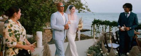 Filha de Paul Walker é levada por Vin Diesel ao altar