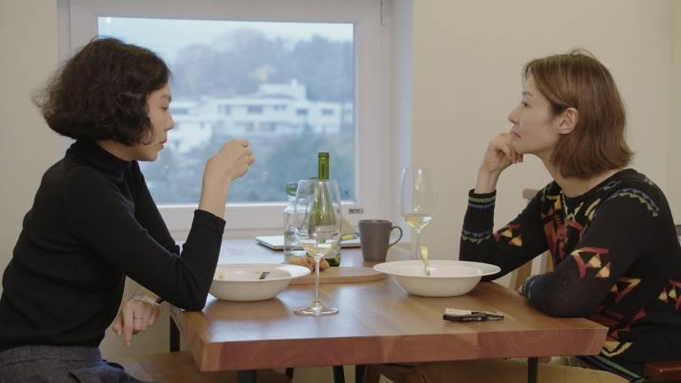 Kim Min-hee e Song Seon-mi em cena do filme 'A Mulher que Fugiu', dirigido pelo sul-coreano Hong Sang-Soo