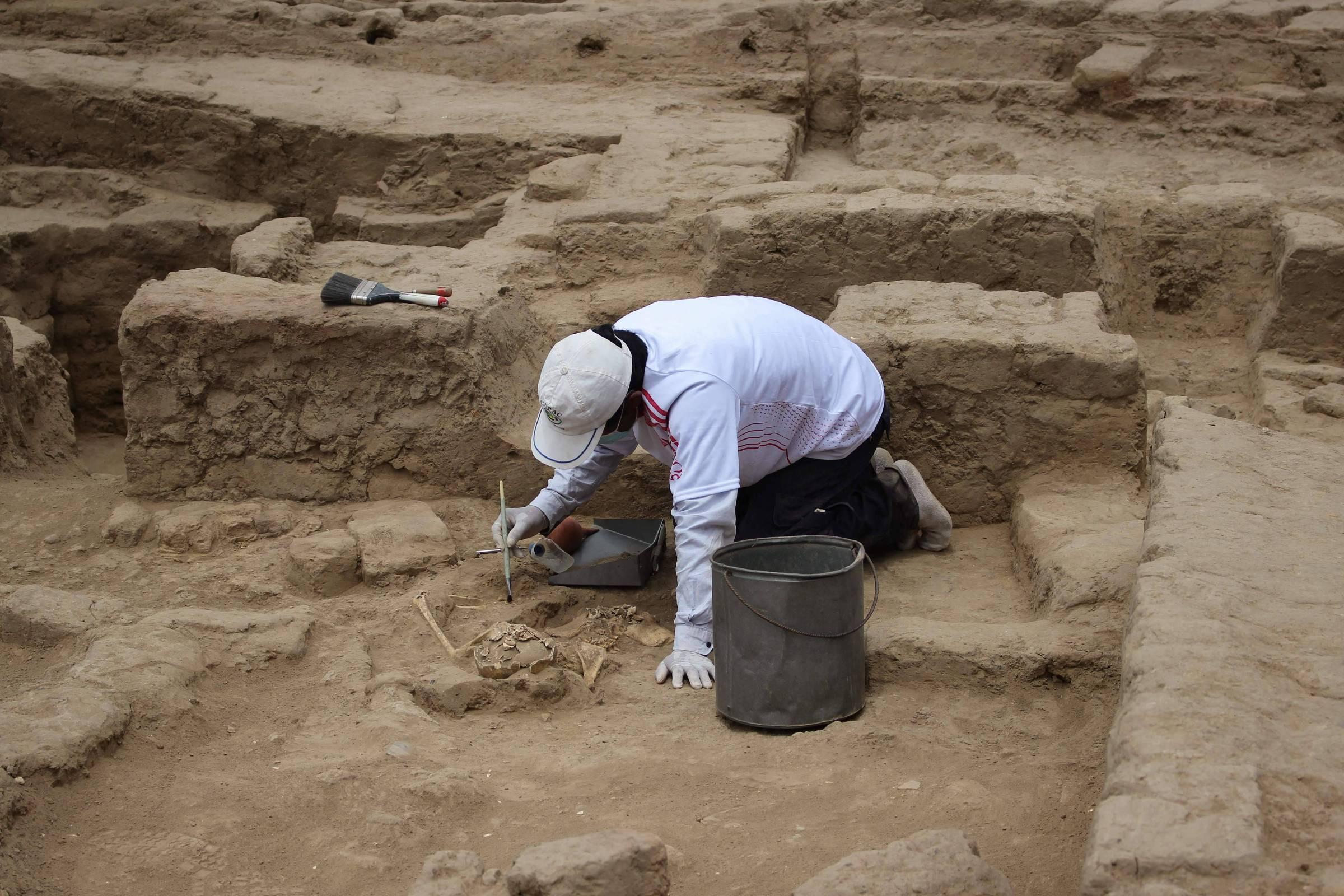 Restos mortais de 29 pessoas com mais de mil anos são encontrados no Peru