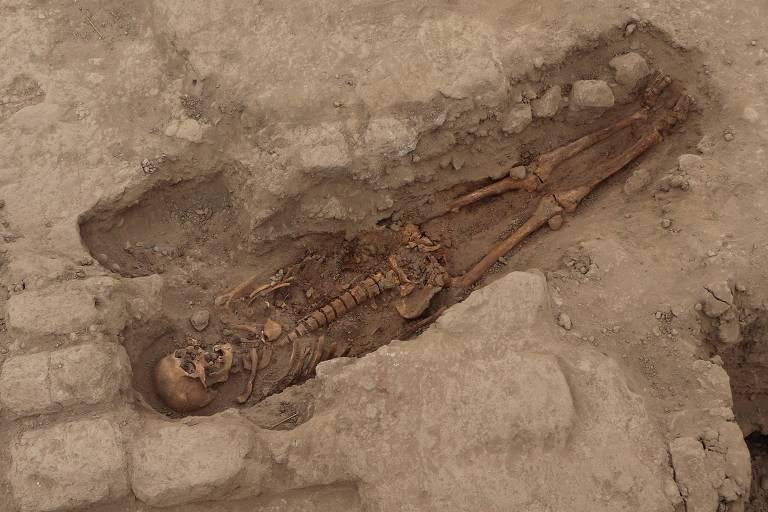 Arqueólogos encontraram os restos mortais de 29 humanos, incluindo três crianças, que viveram há mil anos