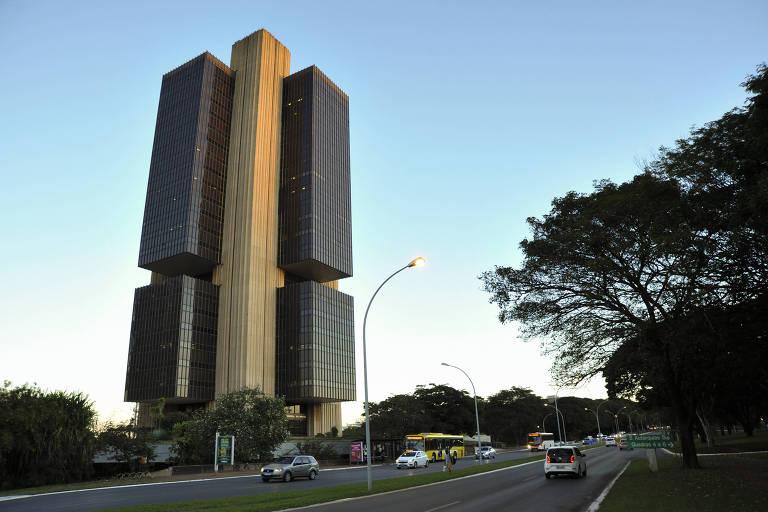 Grandes bancos começam semana do Copom vendo alta de até 1,50 p.p. da Selic