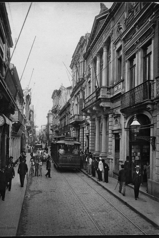 """Rua São Bento, no centro de São Paulo, em 1902; imagem está no livro """"Gente Rica - Cenas da Vida Paulistana"""""""