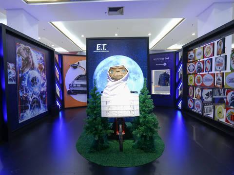 Personagem do filme 'E.T. O extraterrestre' no evento 'Welcome to Extraordinary'