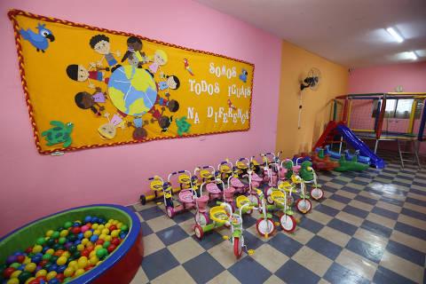 Pais se opõem a aumento do número de crianças por turma em creches de São Paulo