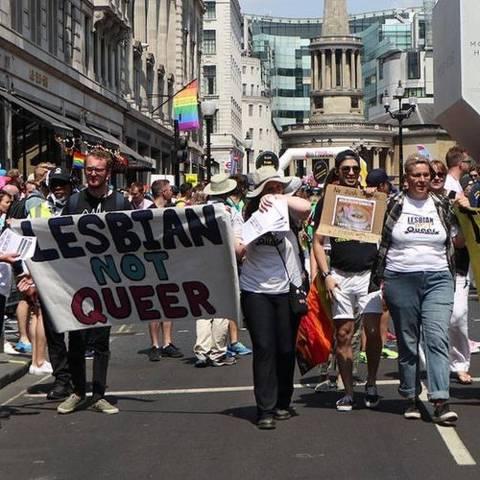 NÃO USAR Grupo que defende retirada da letra L da sigla LGBT participou de manifestações no Reino Unido, incluindo em Londres em 2018