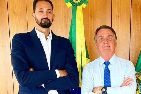 244/08/2021: Central da seleção brasileira de vôlei, Mauricio Souza (esq.), posta foto com Jair Bolsonaro e Eduardo Bolsonaro. Encontro aconteceu no Palácio do Planalto, em Brasília (DF) (Crédito: Divulgação/Instagram @mauriciosouza17)
